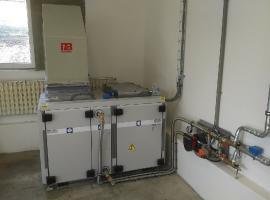 Pracoviště pro nanášení kapalných nátěrových hmot s přívodní jednotkou